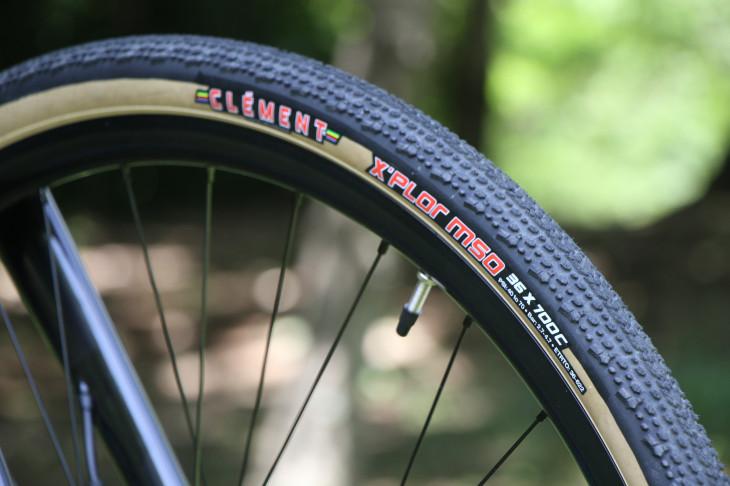 汎用性に優れるクレメンの36Cタイヤを装着