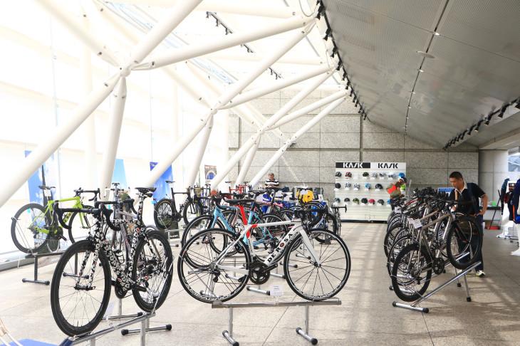 東京国際フォーラムの一角にデローザバイクがずらりと並べられた