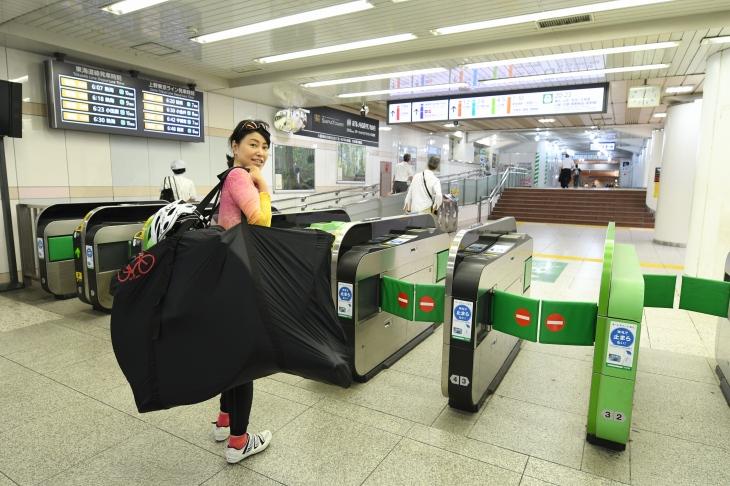 早朝の東京駅は人もまばら