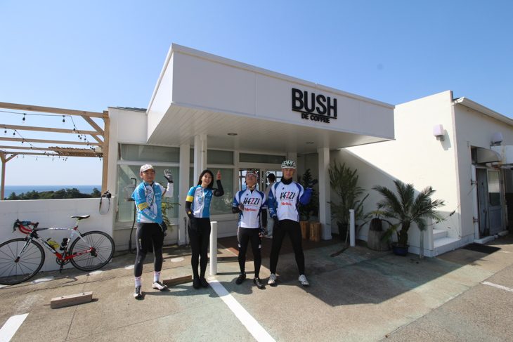 熊野街道の海岸沿いにあるカフェ BUSH DE COFFEE