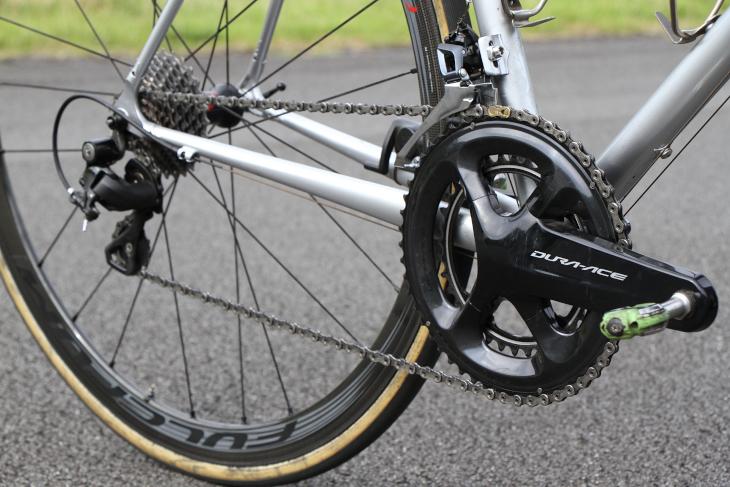 シマノ DURA-ACE R9100を中心として、様々なグレードのコンポーネントが載せられる
