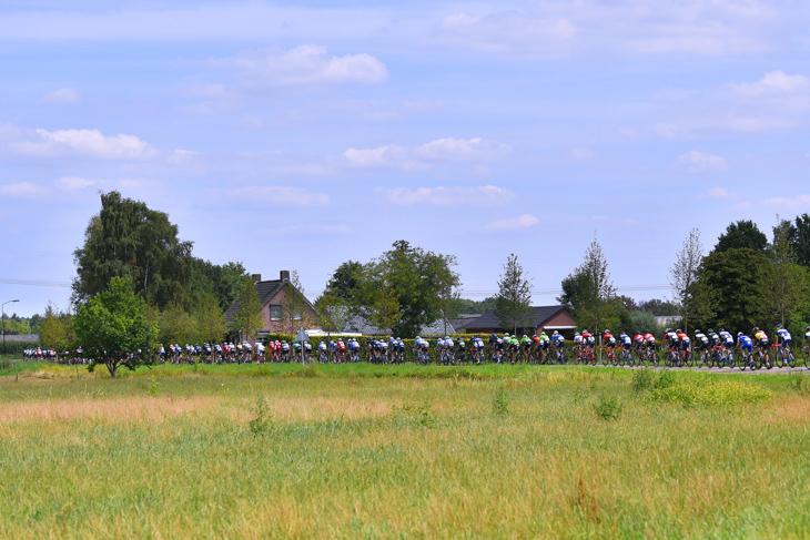 オランダ南部の平野を走る第1ステージ