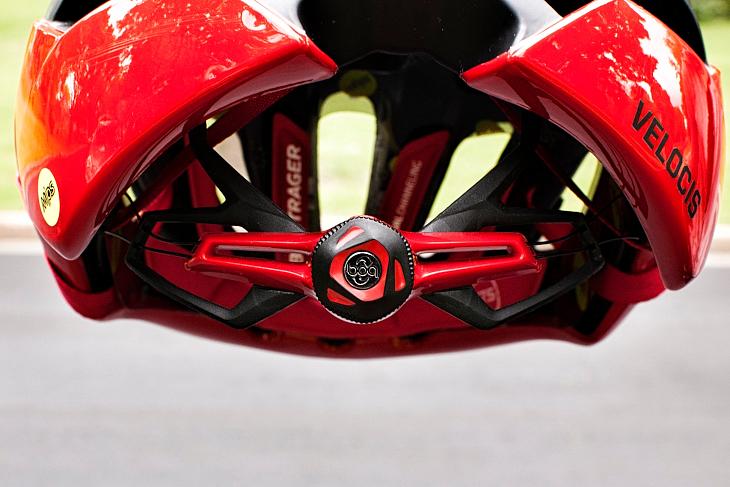 サイクリストには馴染みの深いBOAクロージャーシステムをフィッティングに採用