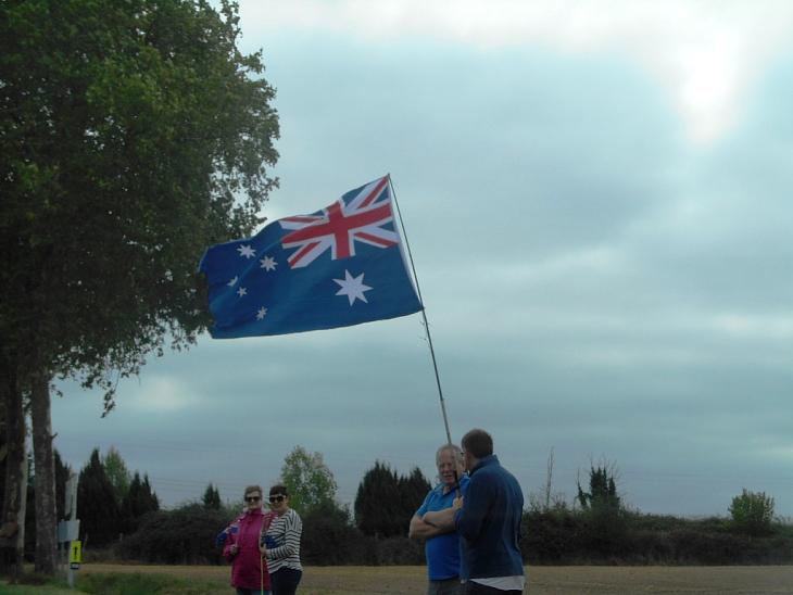 国別対抗戦ということで、沿道にはところどころ国旗がなびく
