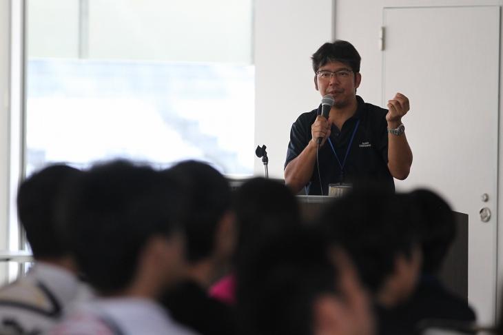 初心者講習会を担当する江原氏 自身の引退レースが鈴鹿サーキットだったという