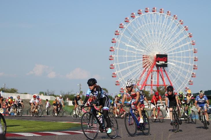 多くのサイクリストが晴天のもとに集った