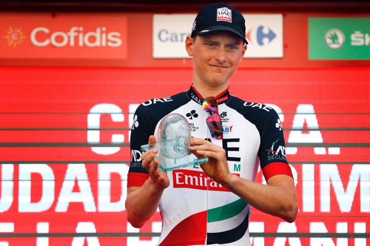 表彰台に上がったマテイ・モホリッチ(スロベニア、UAEチームエミレーツ)