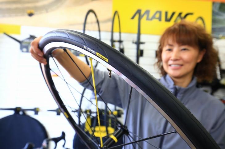 「YKSION PROは全方位に高性能なタイヤです」(岩切玲、スペースゼロポイント)