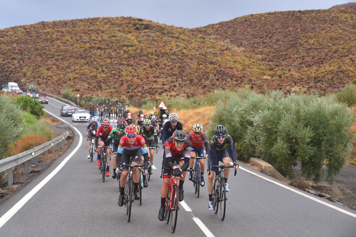 逃げグループを形成するアレッサンドロ・デマルキ(イタリア、BMCレーシング)ら