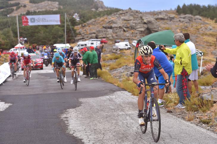 残り2km地点から再びアタックするヴィンチェンツォ・ニーバリ(イタリア、バーレーン・メリダ)