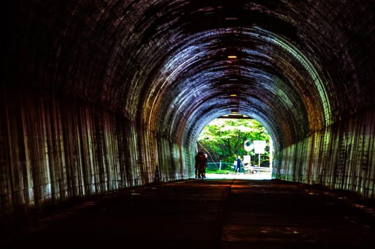 いくつものトンネルを越えて