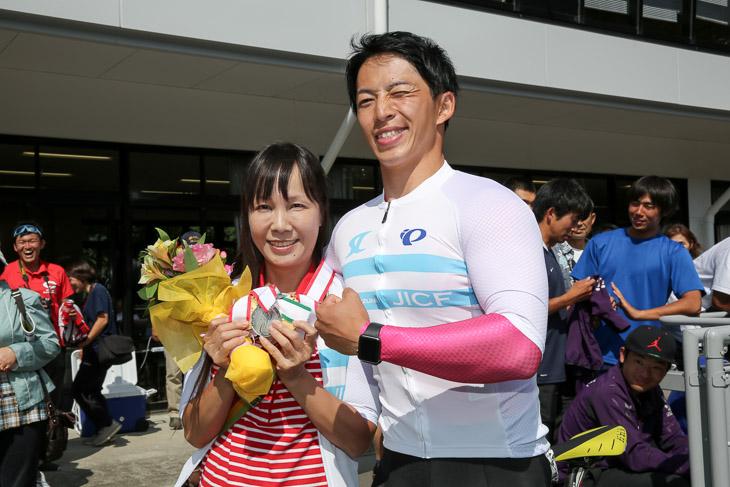 男子スプリント優勝の坂井洋(日本大)、母へ3つのメダルをプレゼント