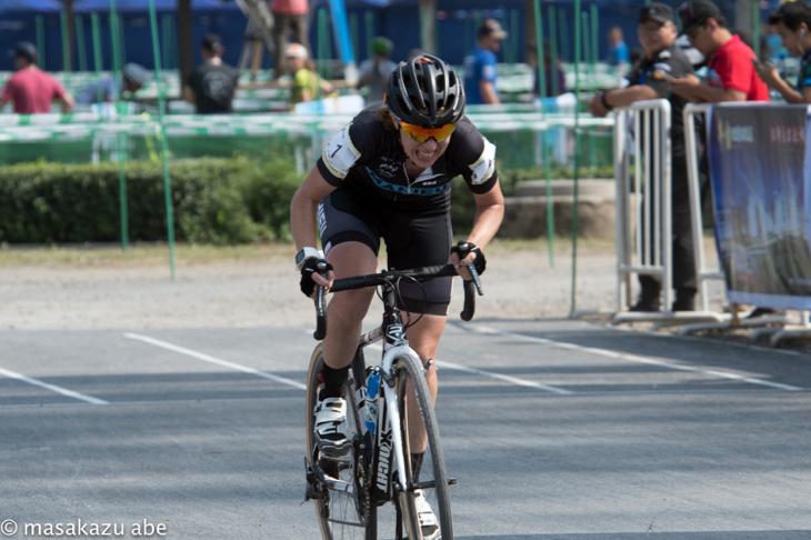 女子エリートで優勝したジョイス・ファンデルベーキン(ベルギー、スティーブンスプロサイクリング)