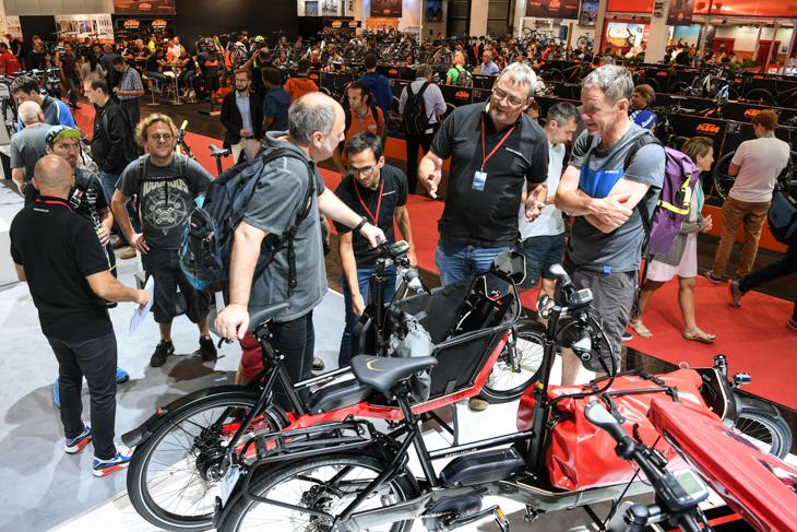 カーゴバイクなど生活自転車のブースもアイデアに溢れ活況だ