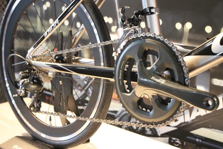 シマノTIAGRAを装備するIDIOM 0は、積極的にサイクリングを楽しむ方にピッタリだ