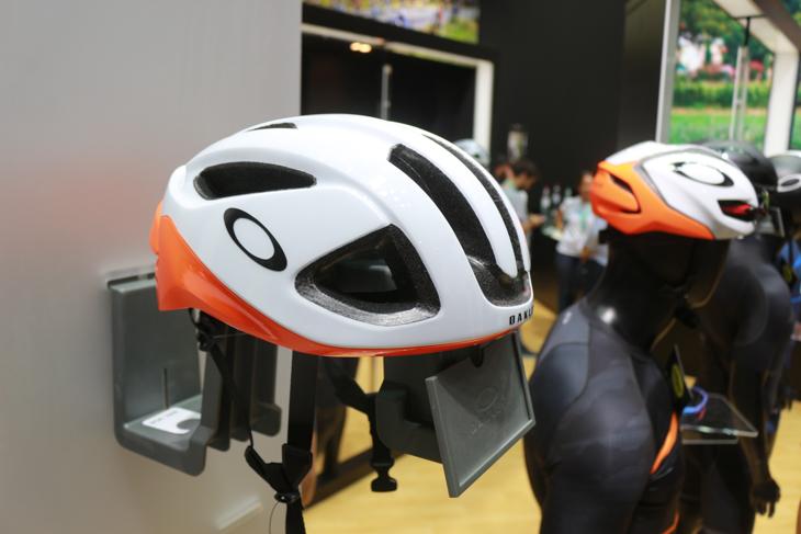 オークリーがヘルメット界に進出。一気に3モデルを発表した
