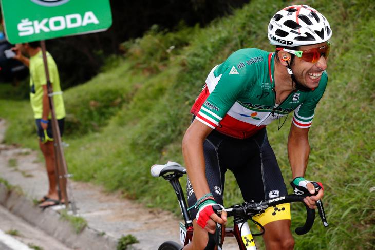オザルバ峠から長い独走を開始したファビオ・アル(イタリア、アスタナ)