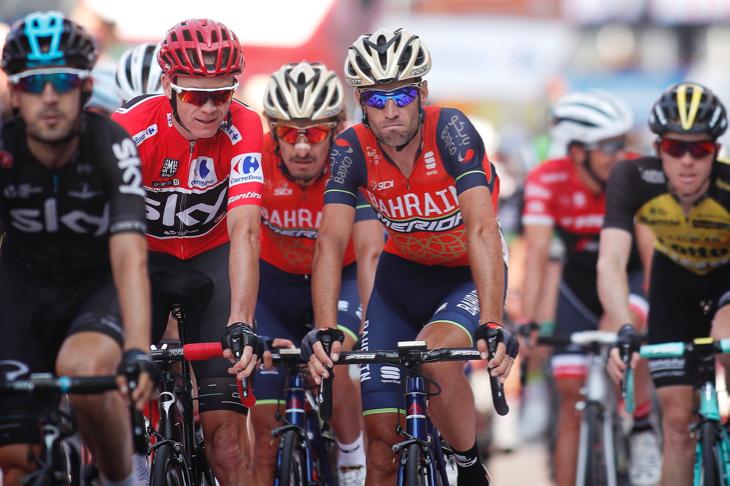 並んでフィニッシュするクリストファー・フルーム(イギリス、チームスカイ)とヴィンチェンツォ・ニーバリ(イタリア、バーレーン・メリダ)
