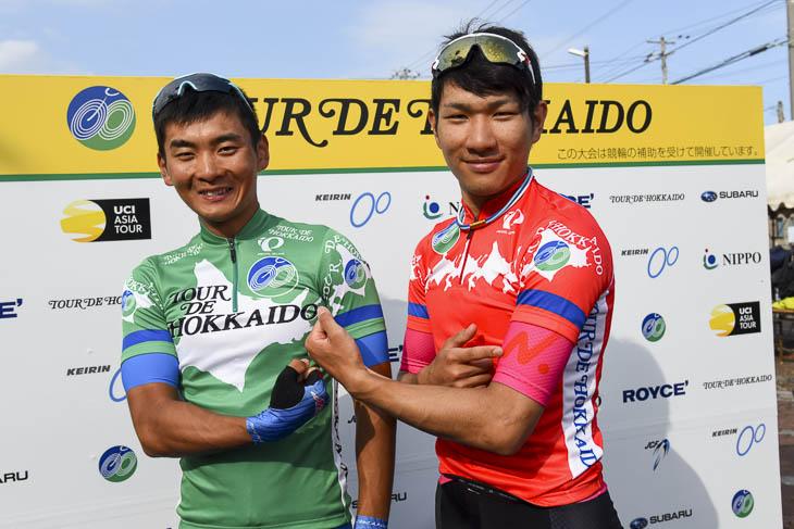総合首位の岡本隼と山岳賞の草場啓吾。チームは違えど日本大学がジャージを占める