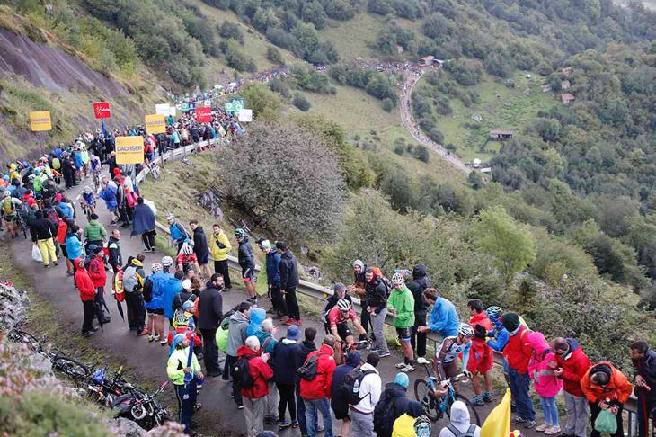 中盤を過ぎてから20%を超える登坂が現れるエル・インフェルノ(地獄)、アングリル
