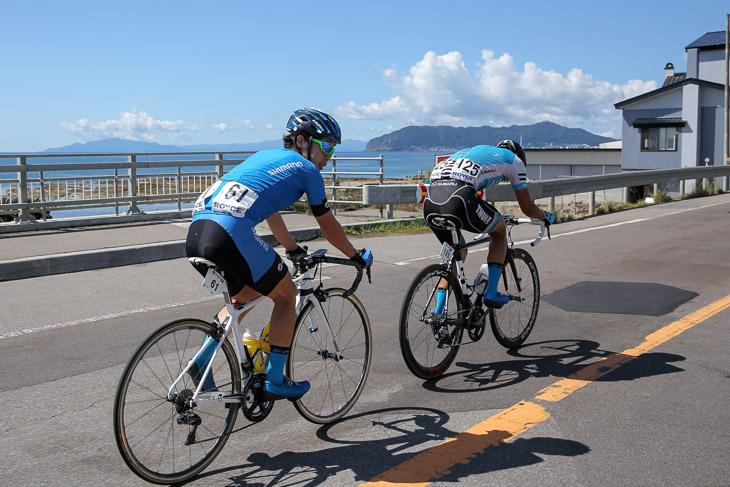 68km地点 逃げる入部正太朗(シマノレーシング)と中田拓也(インタープロサイクリングアカデミー)