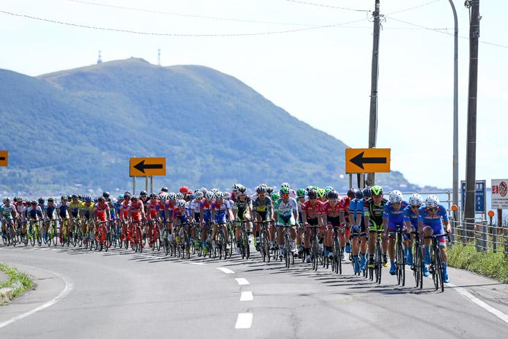 65km地点 メイン集団は愛三工業レーシングチームが引く
