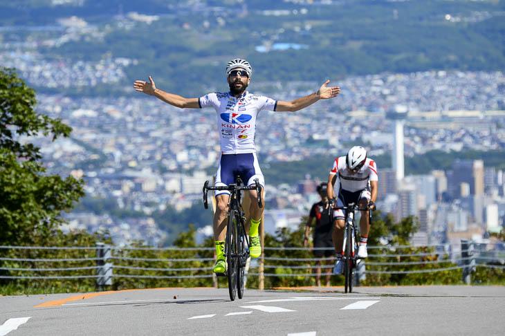 10mを残してマルコス・ガルシア(キナンサイクリングチーム)が勝ちを確信