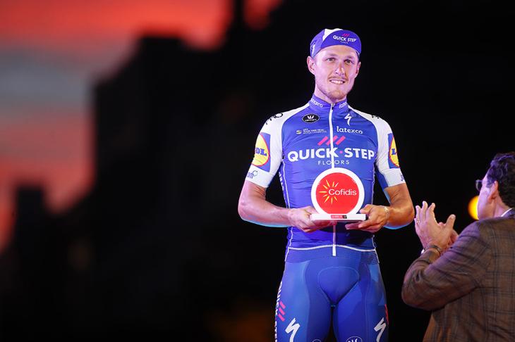 ステージ表彰を受けるマッテオ・トレンティン(イタリア、クイックステップフロアーズ)
