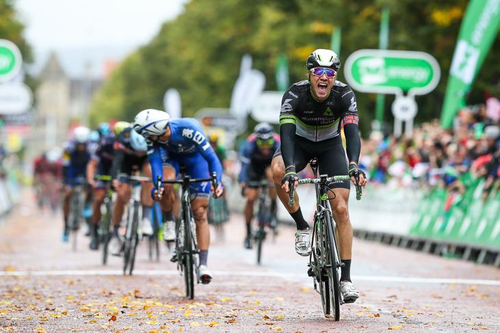 残り3kmからのロングスパートを成功させたエドヴァルド・ボアッソンハーゲン(ノルウェー、ディメンションデータ)