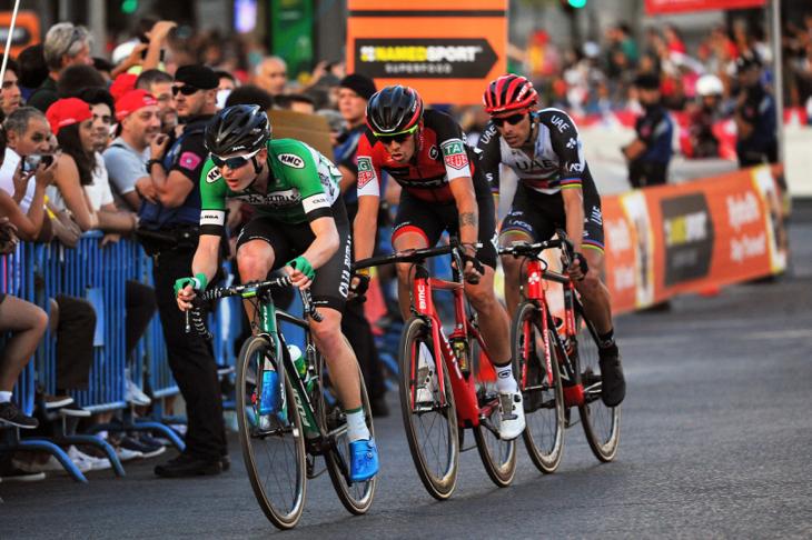 途中逃げを打ったルイ・コスタ(ポルトガル、UAEチームエミレーツ)やアレッサンドロ・デマルキ(イタリア、BMCレーシング)、ニック・シュルツ(オーストラリア、カハルーラル・セグロスRGA)