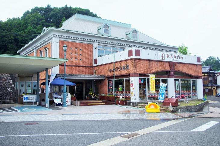 道の駅「赤来高原」ではクロスバイク1日1000円でレンタルできる。給水、空気入れ、補食などサイクルステーションとしてサイクリストも歓迎