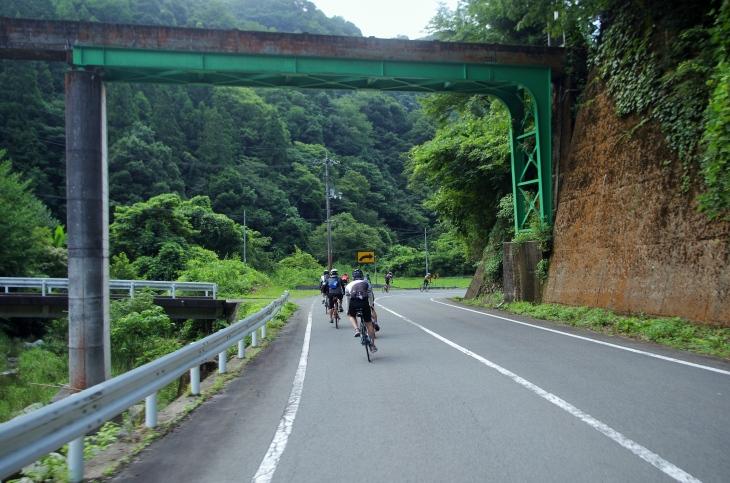 水道橋のようだが三江線。見つけ思わず撮影した
