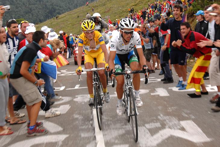 2007年 ツール・ド・フランス初総合優勝に向けてラスムッセンとバトルを繰り広げるアルベルト・コンタドール(ディスカバリーチャンネル)