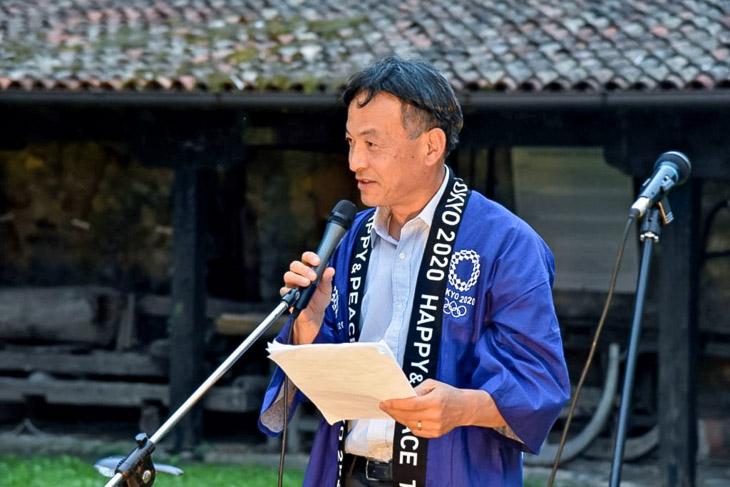 ウェルカムパーティで挨拶する静岡県の難波副知事