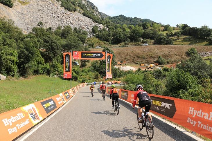 コース上は5km単位でゲートが設置されている