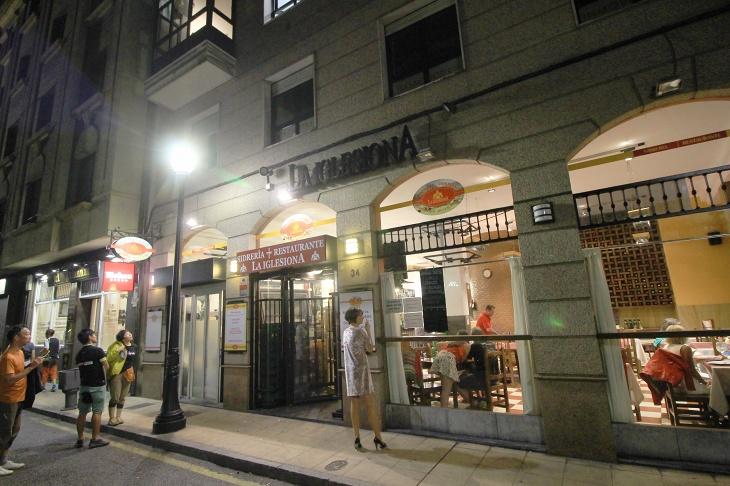 ホテルでおすすめされたレストランは徒歩5分ほどのところにある