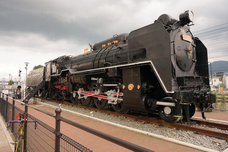 JR御殿場駅前に鎮座するD52型蒸気機関車は日本一の力持ちSL!野外展示ながら綺麗な状態に保たれています♪♪