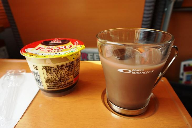 シートサービスで座席まで運んで来てもらった昭和のメニュー!お持ち帰りのグラスは我が家の家宝とします(笑)