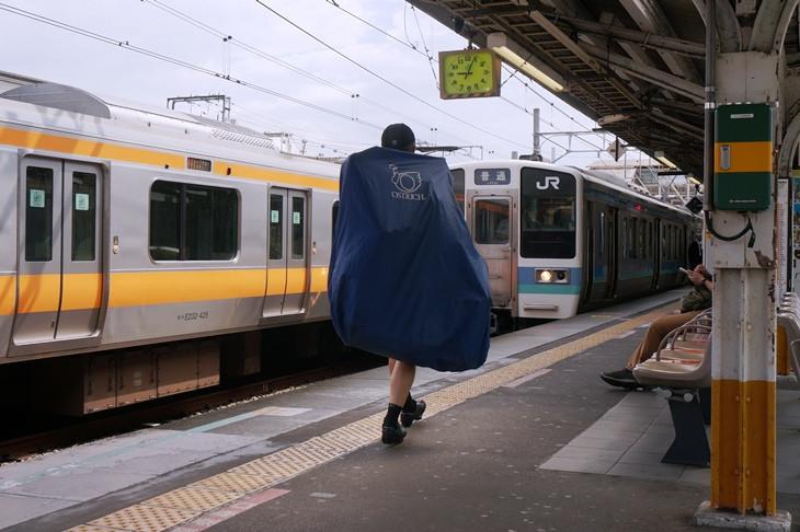都内で見る青い帯の長野色はちょっと新鮮かも?平日9時台の下り始発列車はさすがに空いていました
