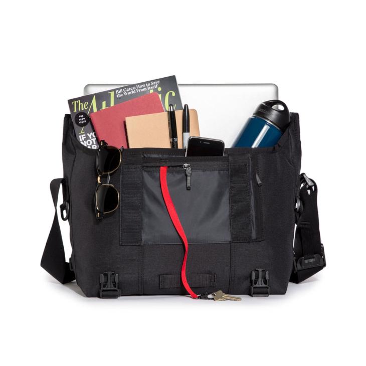 様々な荷物を入れることができるクラシックメッセンジャー