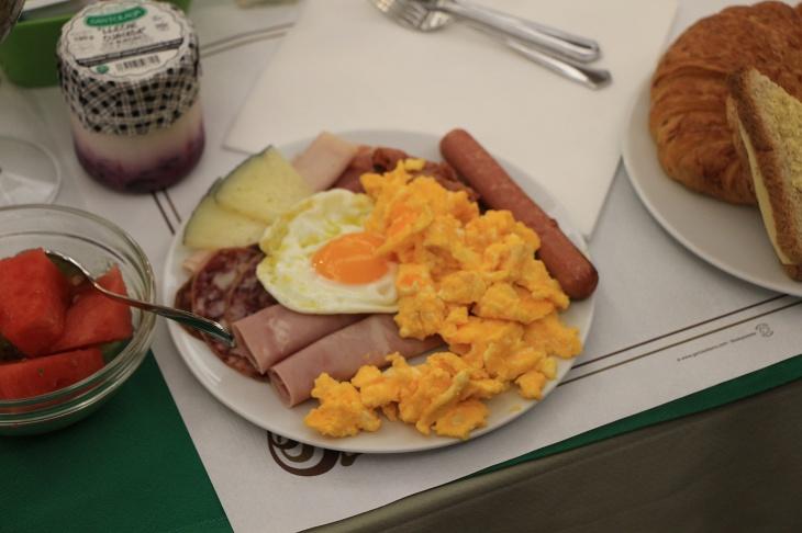 朝食は4つ星ホテルでもいつものメニュー