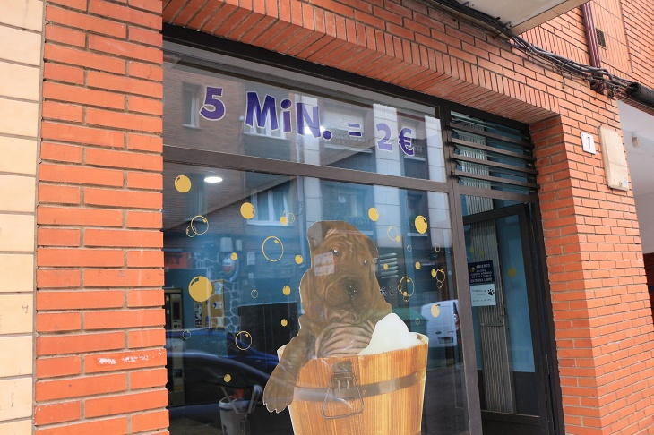 5分2ユーロで愛犬を洗ってくれるらしい