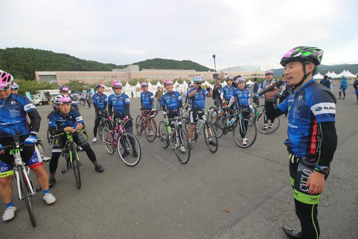 須田晋太郎コーチから安全な走り方のアドバイスを受ける