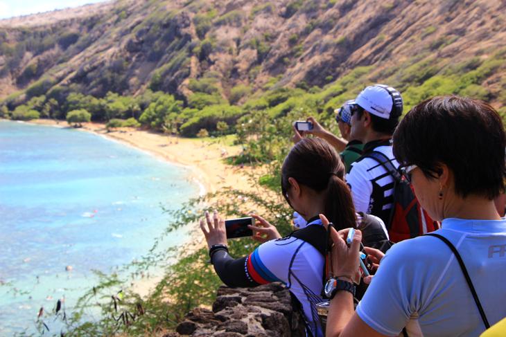 上からの眺めは絶景。多くの人がカメラを構える