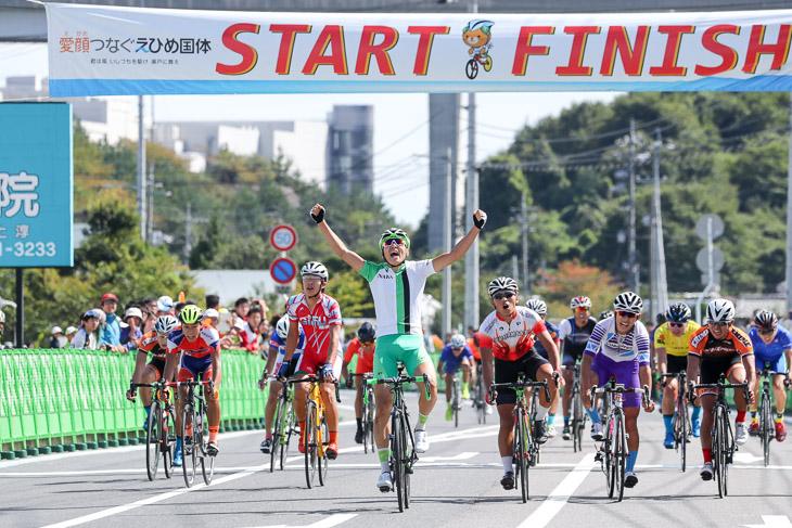 少年男子 集団スプリントを西原裕太郎(奈良、榛生昇陽高)が制し、自身ロード全国大会初優勝