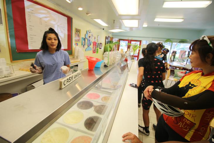 ワイマナロショッピングセンターのロコなアイスクリームショップ