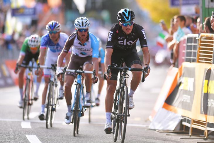 集団スプリントで先着したジャンニ・モスコン(イタリア、チームスカイ)が3位に