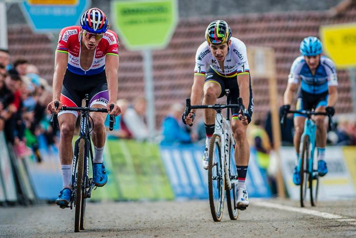 2位争いのスプリントはマテュー・ファンデルポール(オランダ、ベオバンク・コレンドン)が先着