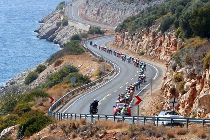 トルコ南部の海岸線を走る