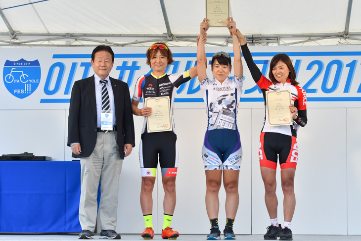 Fクラスタ表彰式 樫木祥子(AVENTURA AIKOH VICTORIA RACING)が優勝